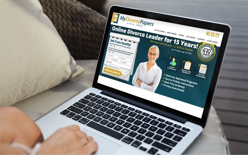 picture of a woman using the mydivorcepapers.com website