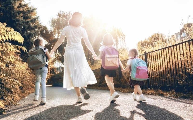 picture of kids walking with mom feeling safe